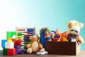 bambini-donare-giocattoli